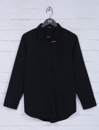 Black hue collar neck solid top