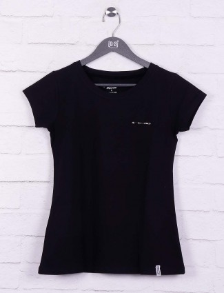Black hued cotton casual wear top