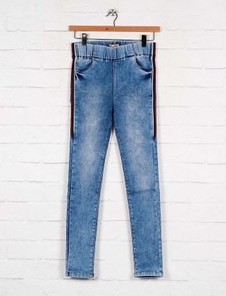blue color denim slim fit jeggings