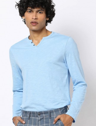 Celio sky blue solid henley neck t-shirt