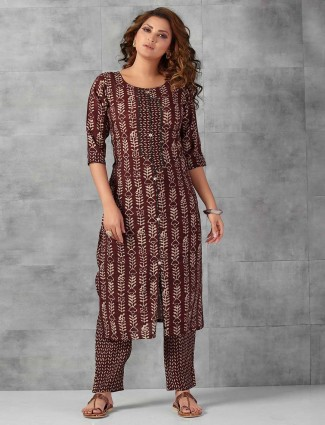 Cotton maroon printed pant suit for casual
