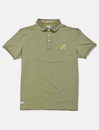Crossknit green solid cotton slim fit polo t-shirt