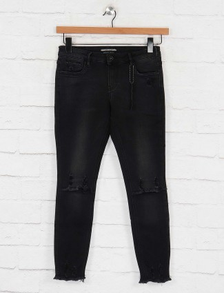 Deal black color ripped denim jeans