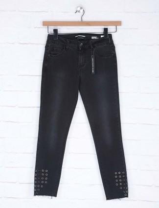 Deal black hue washed denim skinny fit denim jeans