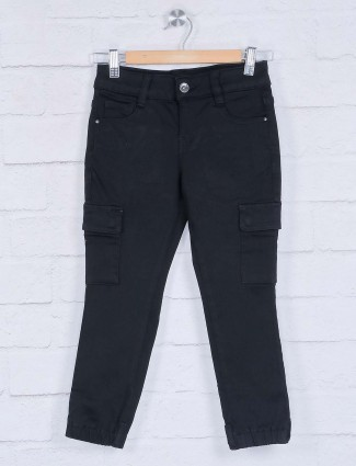 Deal black solid cargo jeans pant