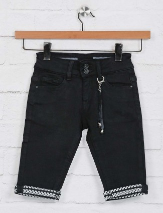 Deal black solid casual half pant