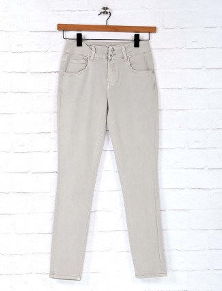 Deal cream solid skinny fit jeans