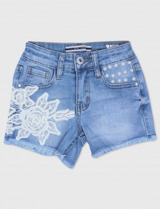 Deal denim casual girls short in blue color