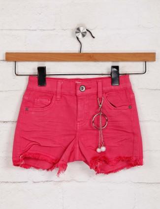 Deal magenta denim solid shorts