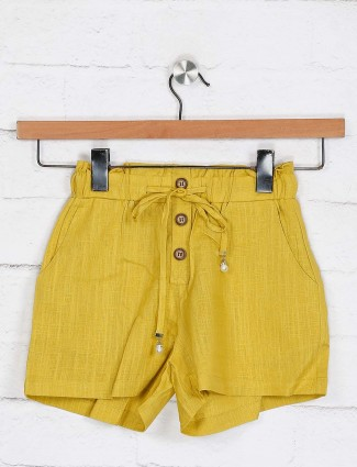 Deal mustard yellow buttoned closure shorts