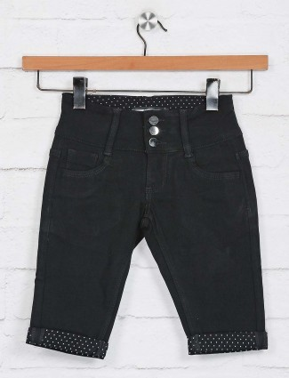 Deal solid black casual wear half pant