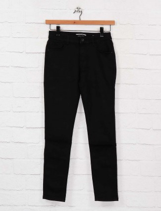 Deal solid black color denim casual jeans
