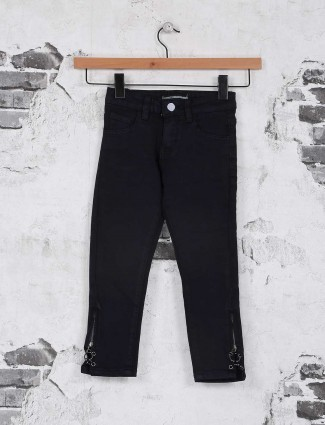 Deal solid black denim jeans