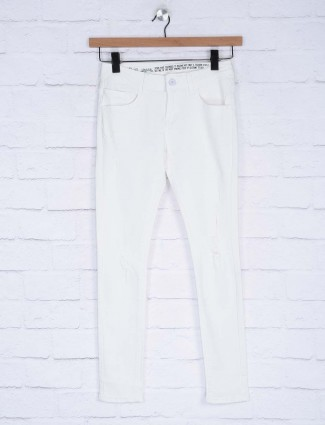 Deal white hue solid denim jeans