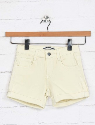 Deal yellow denim solid shorts