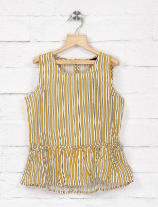 Deal yellow hue casual top in yellow color
