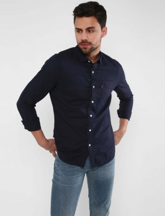 Levis dark navy hued solid linen shirt