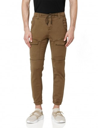Mufti olive solid slim fit cargo jeans