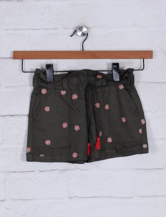 Olive cotton casual shorts