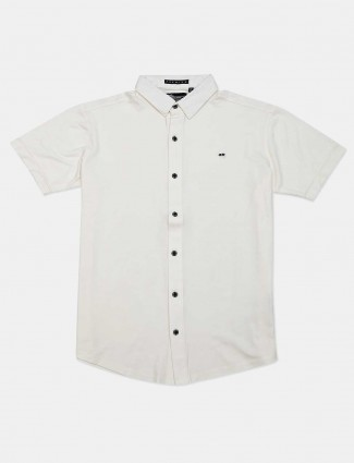 River Blue solid slim fit casual white shirt
