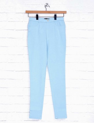 Solid sky blue skinny fit cotton jeggings