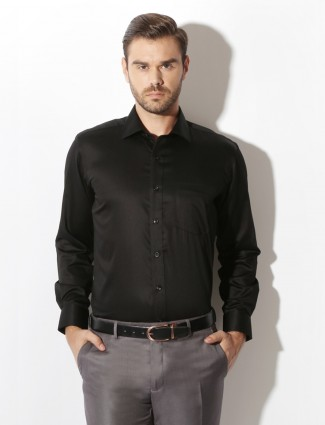 Van Heusen black solid formal shirt