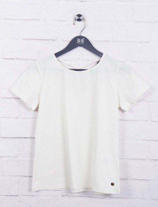 White hued cotton top for casual