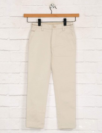 Zillian solid beige slim fit cotton trouser