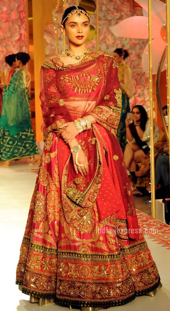 e771f9423252 traditional Lehenga for wedding, types of wedding lehenga choli 2018, wedding  lehengas 2018,
