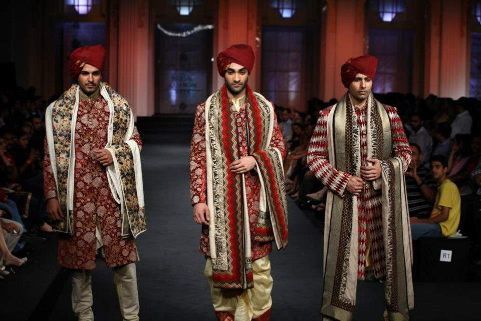 7ccbe409457 How to Select Wedding Sherwani for Indian Grooms
