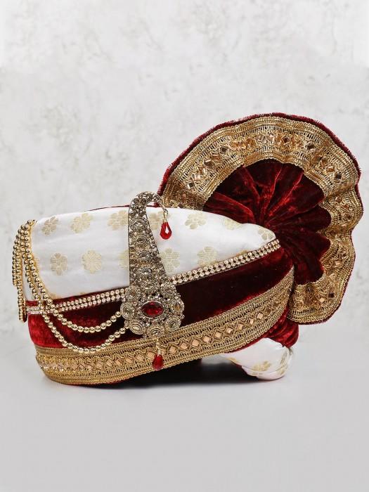 Zari Weaving White Maroon Velvet Pagari