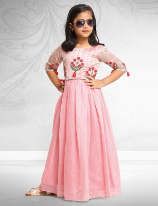 Baby pink gown in raw silk fabric