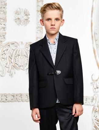 Black color solid blazer
