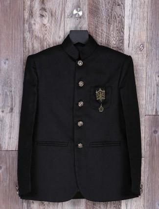 Black hue solid blazer