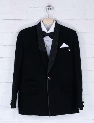Black hue solid coat suit for party function