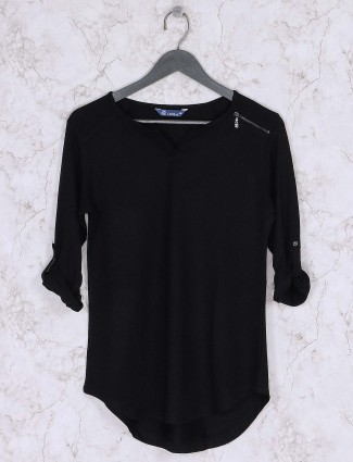 Black hue top in knitted fabric