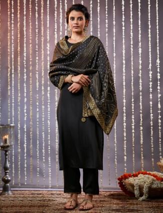 Black kurta with matching pants in cotton