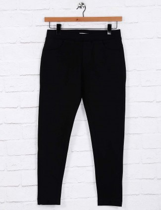 Black solid casual jeggings