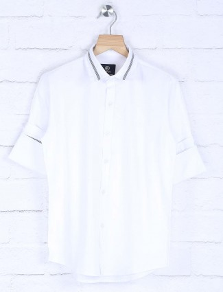 Blazo white solid cotton slim fit shirt