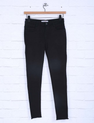 Boom black color solid pattern jeans