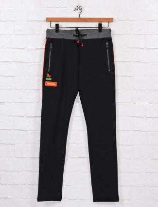 Chopstick presented black color track pant