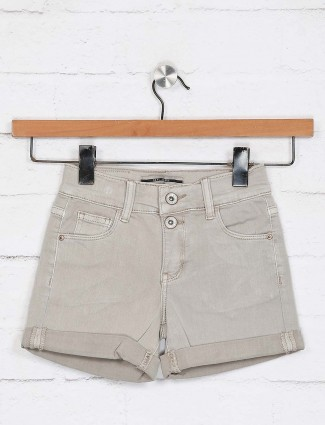 Deal beige solid scoop pocket shorts