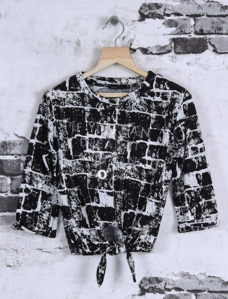 Deal black and white printed top