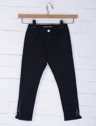 Deal black hue denim solid slim fit casual jeans
