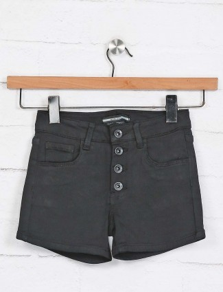 Deal black solid casual shorts