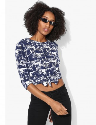Deal blue and white round neck top