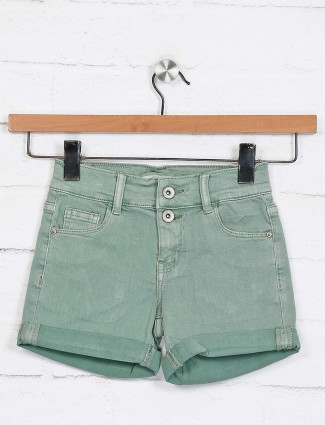 Deal green solid patch pocket shorts