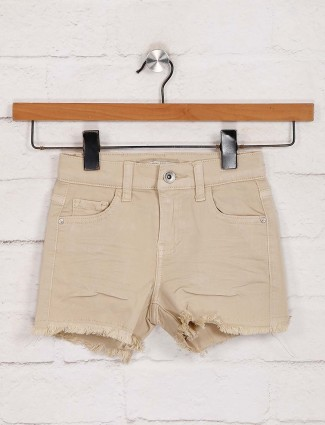 Deal solid beige casual outing shorts