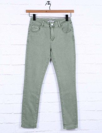 Deal solid green hued nerrow pattern jeans