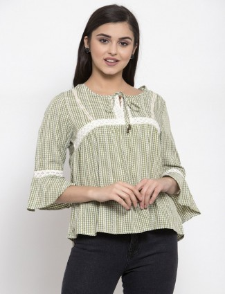 Green cotton top for casual look